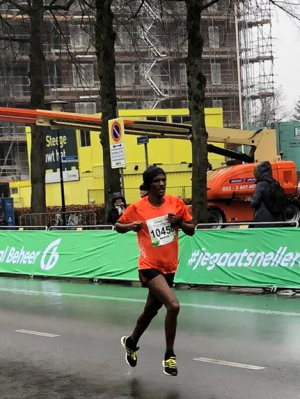 Abrha Gesesew naar een vierde plaats in Apeldoorn